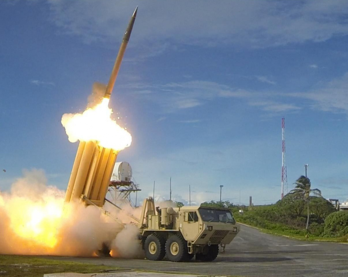 2018/04/the_first_of_two_terminal_high_altitude_area_defense_thaad_interceptors_is_launched_during_a_successful_intercept_test_-_us_army_6_1523631672.jpg